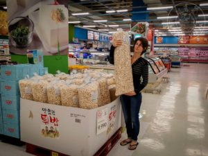 Supermercado en Corea, productos tamaño familiar