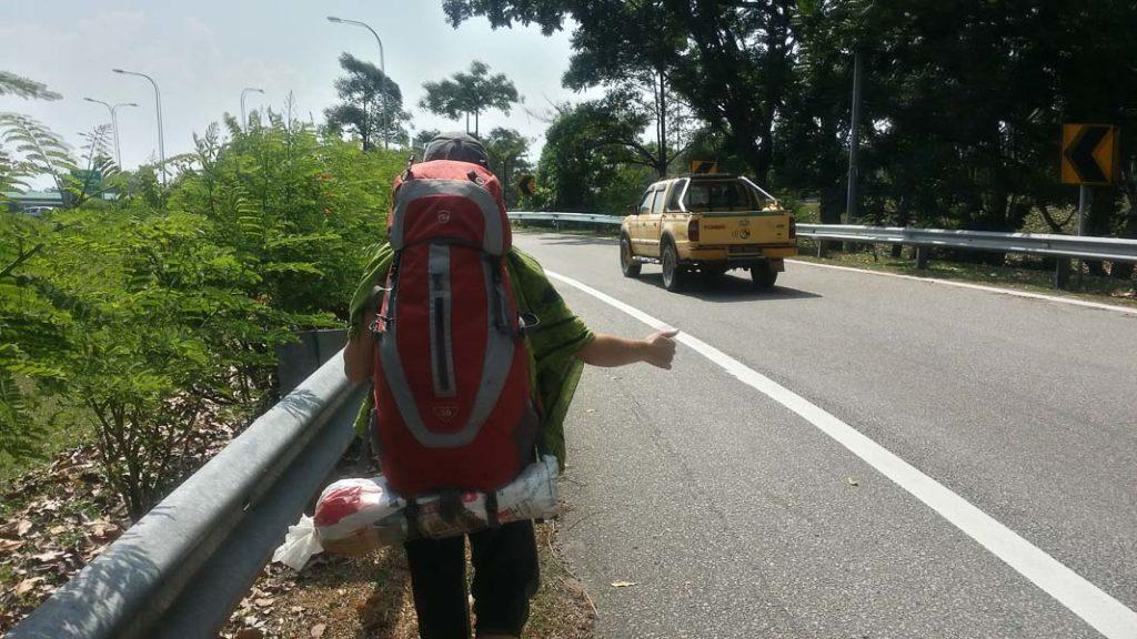 Joana haciendo dedo en Malasia