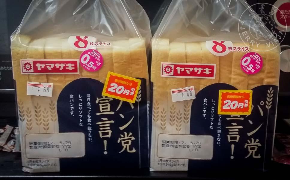 Pan con descuento aplicado de 20 yen sobre el precio original.