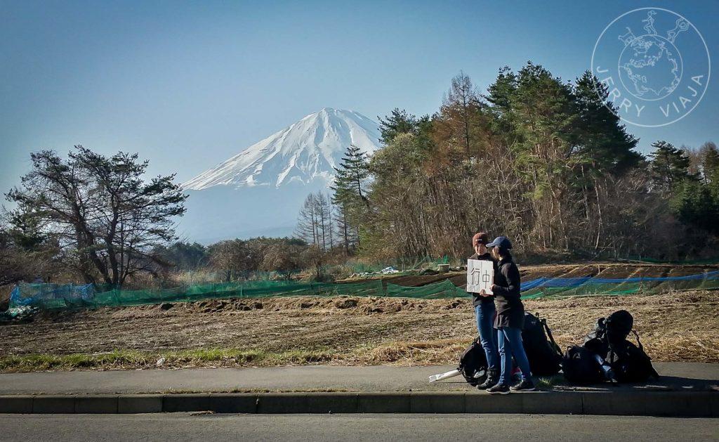 12 consejos para hacer dedo / autostop. Haciendo dedo en Fujikawaguchiko.