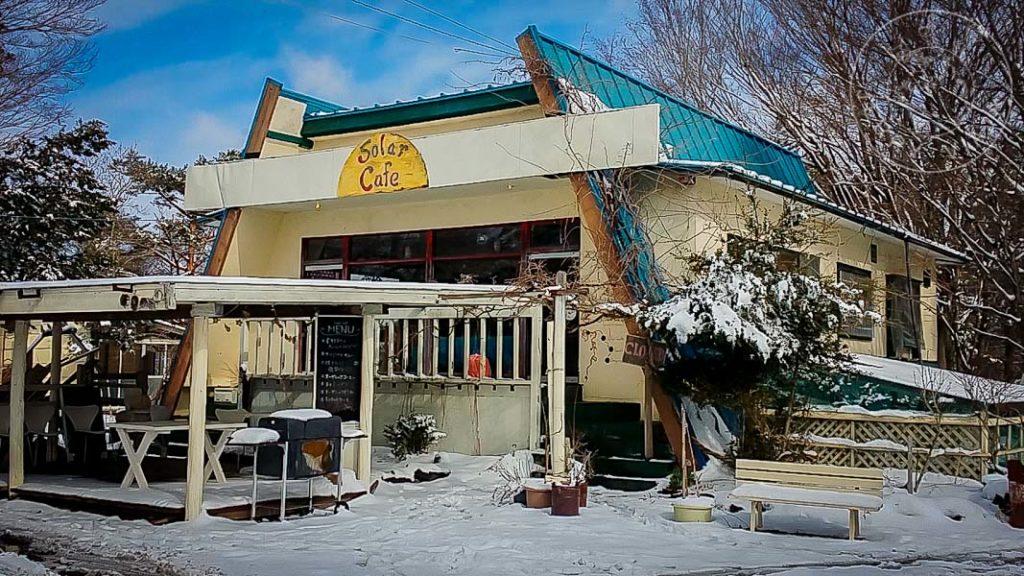 Café donde realizamos voluntariado en Fujikawaguchiko a cambio de alojamiento y comida en medio del bosque frente al monte Fuji.