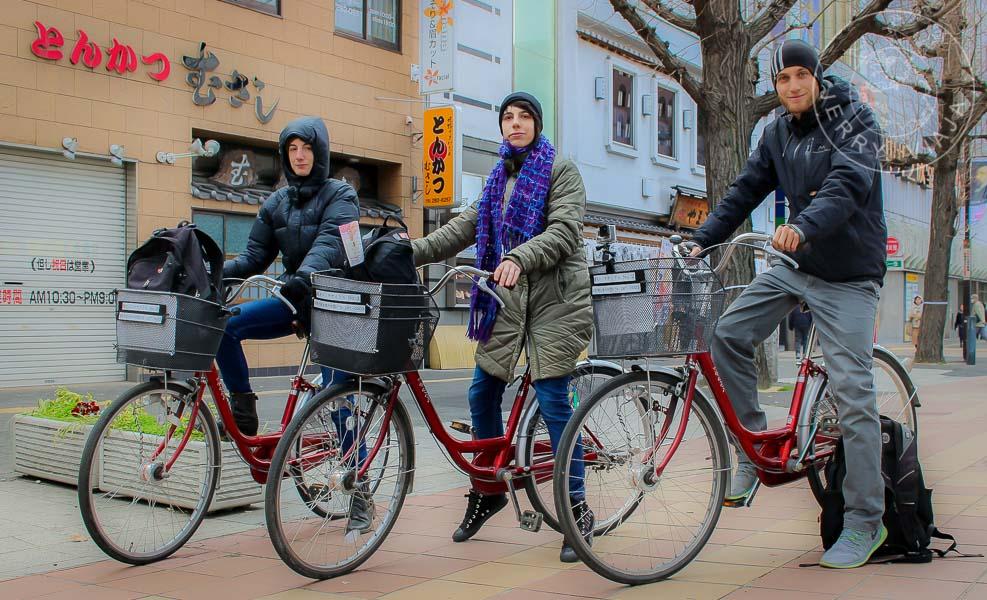 Recorriendo Himeji en bicicleta.