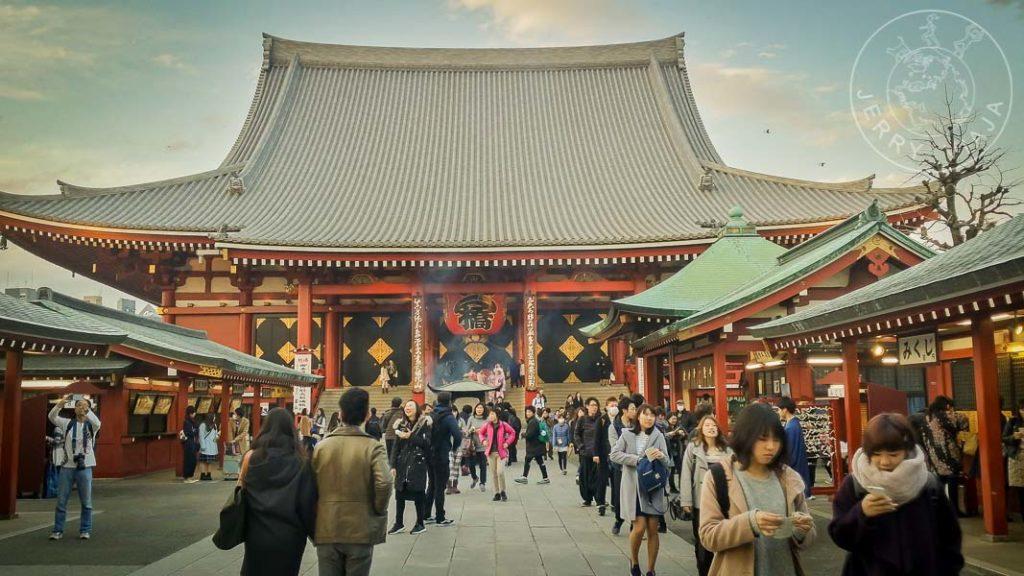 Calle Nakamise terminando en el templo Sensoji