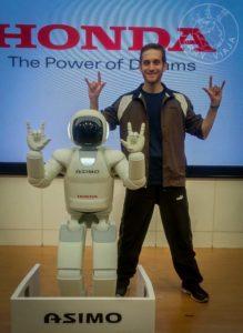 Diego con el robot Asimo.
