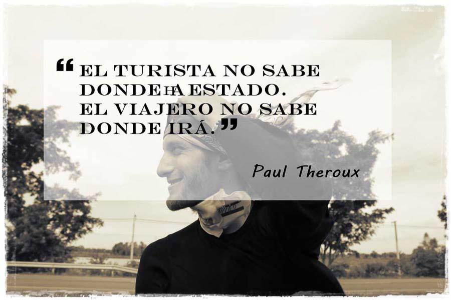Diego disfrutando el viaje junto a texto de Paul Theroux: El turista no sabe donde ha estado. El viajero no sabe donde irá.