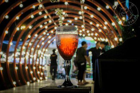 Cerveza en el mercado nocturno de Bangkok
