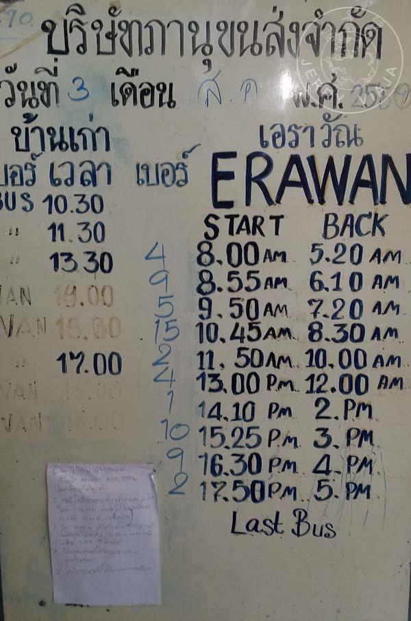Cartel con horarios de ida y vuelta a Erawan
