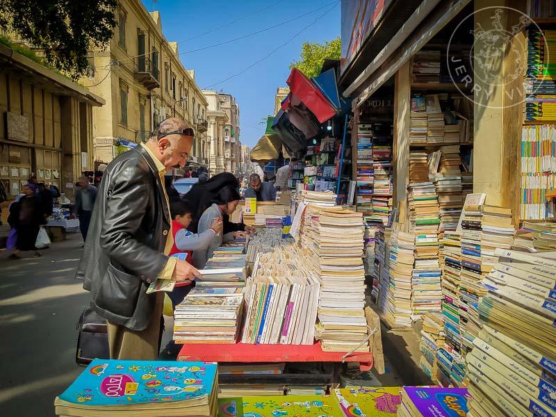 Puestitos de libros en las calles de Alejandría.