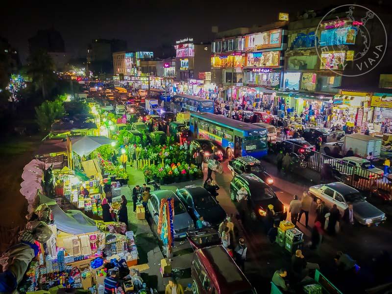 Calle llena de puestos en la cercanias de Khal el-Khalili