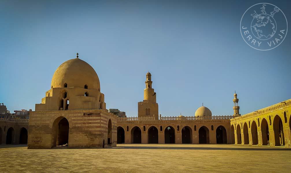 Patio interior de la Mezquita Ibn Tulun