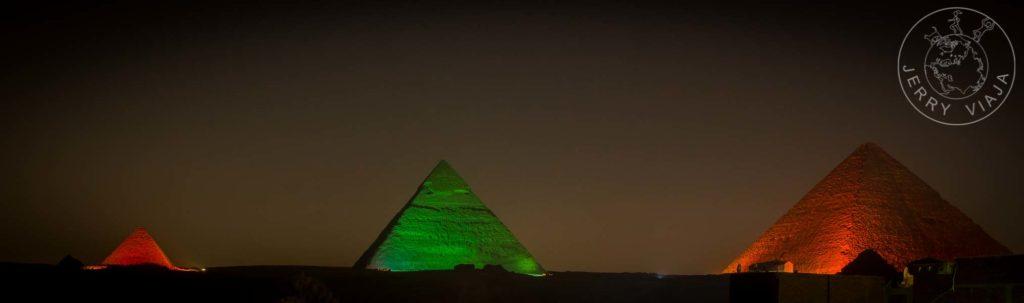 Show nocturno de luces y sonido en las pirámides.
