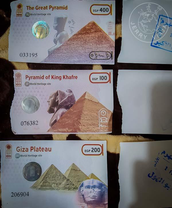 Entradas oficiales a las pirámides.