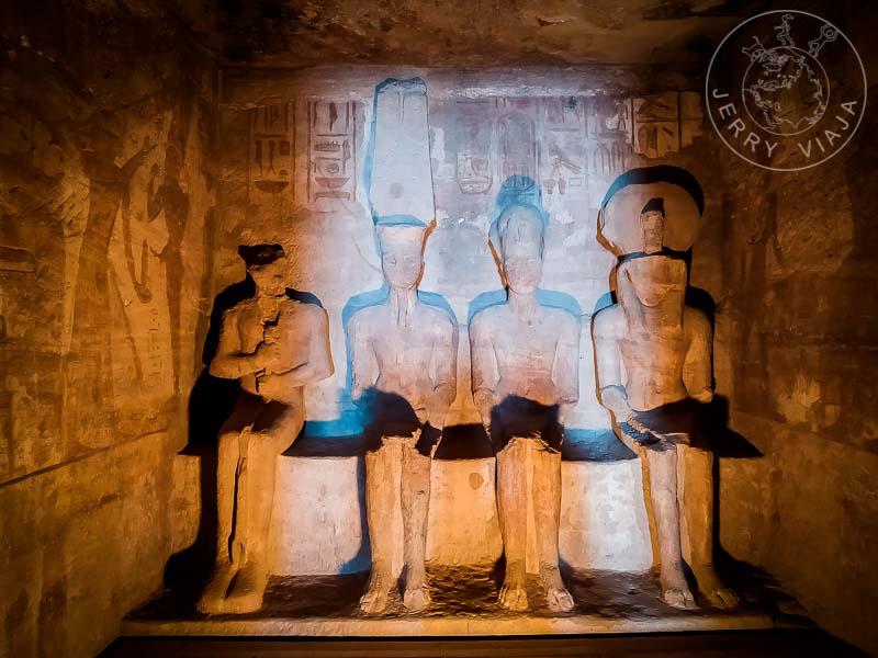 Esculturas de  Ra-Horakhty, Horus, Ptah y Amón en templo de Abu Simbe