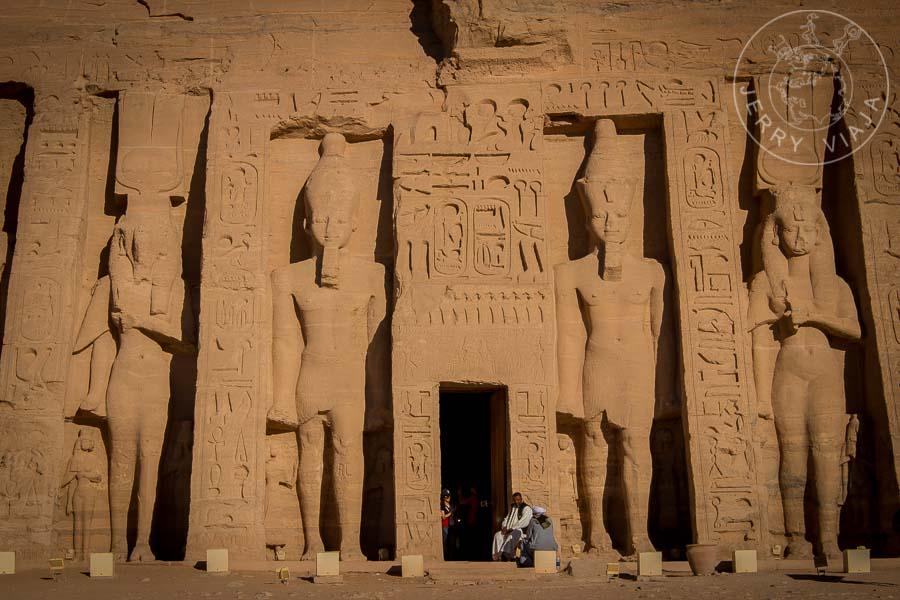 Entrada al Templo de Nefertari en Abu Simbel