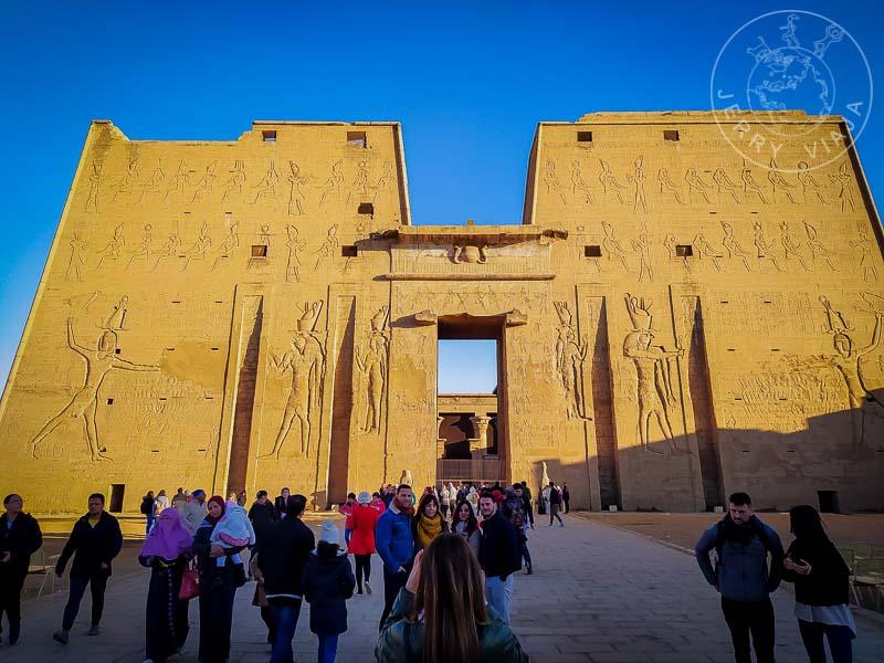Entrada al Templo de Edfu, sur de Egipto