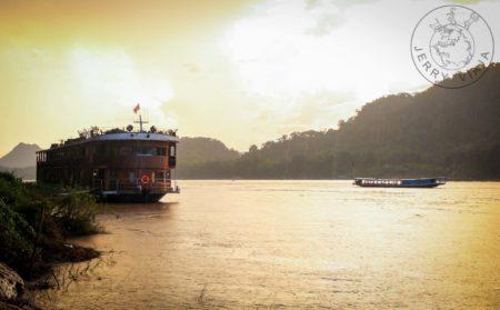 Guía: Qué ver en Laos. En el Rio Mekong a la altura de Luang Prabang