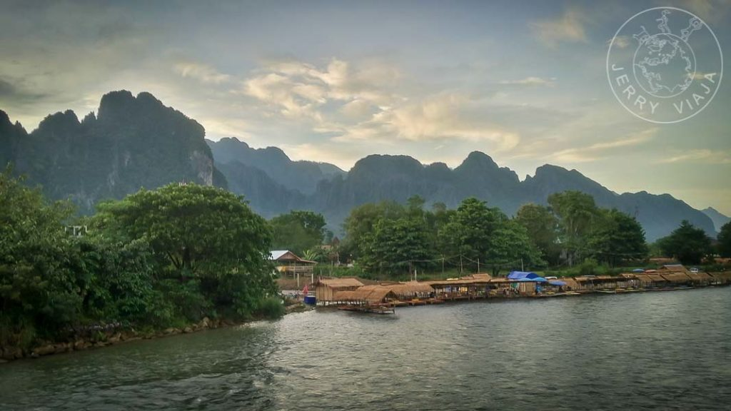 Montañas kársticas en Vang Vieng