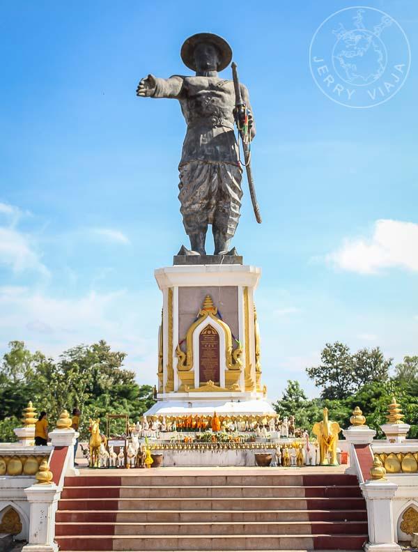 Estatua de Chao Anouvoung