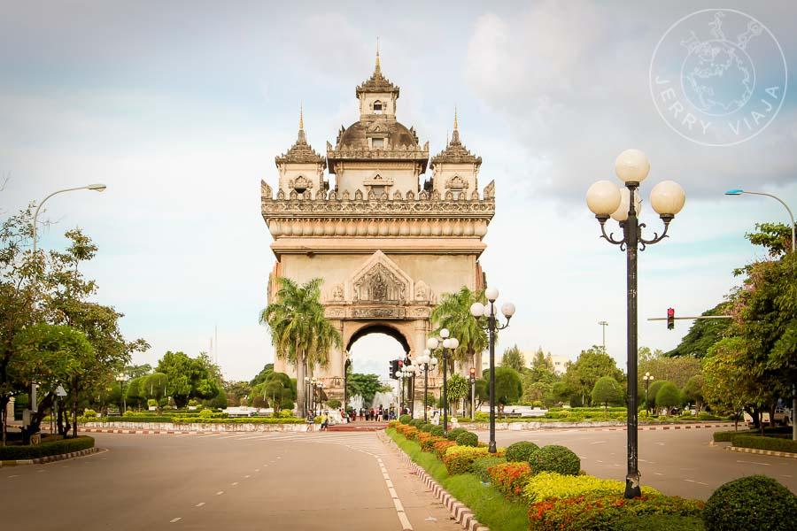 Patuxai: El arco del triunfo de Laos