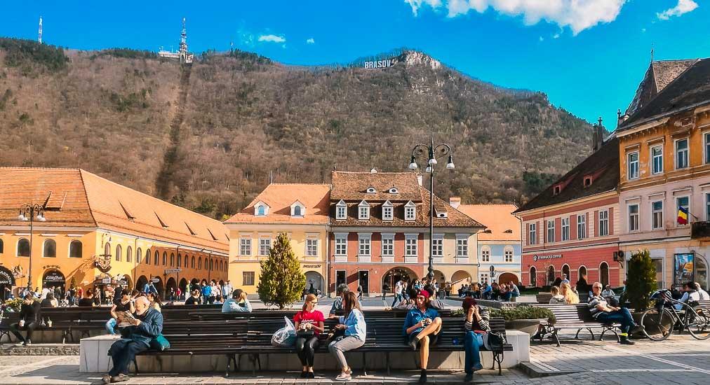 Guía: Qué ver en Brasov y el Castillo de Drácula. Plaza del Consejo y Ayuntamiento de Brasov, hoy Museo de Historia. Brasov, Rumania