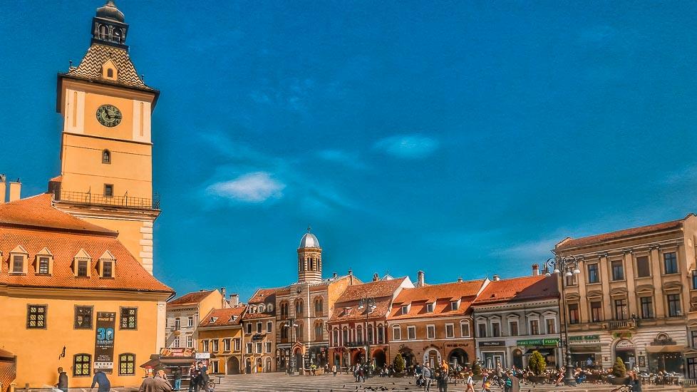 Plaza del Consejo y Ayuntamiento de Brasov, hoy Museo de Historia. Brasov, Rumania
