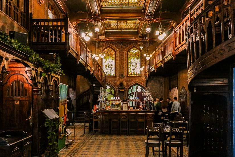 Café, bar y restaurante Caru cu Bere, Bucarest, Rumania.