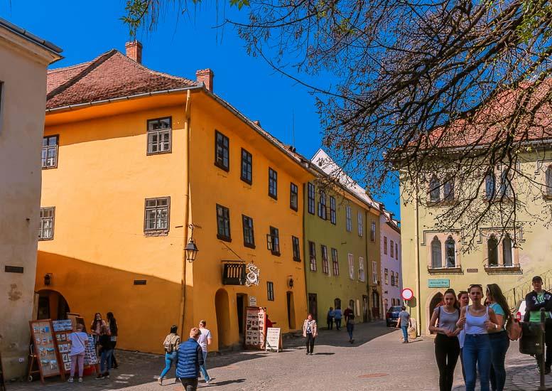 Plaza Central y antigua Casa de Vlad Dracul o Vlad Tepes, Sighisoara, Rumania