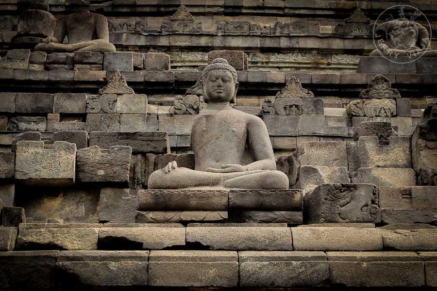 Templo de Borobudur, Indonesia. Estatua de Buda
