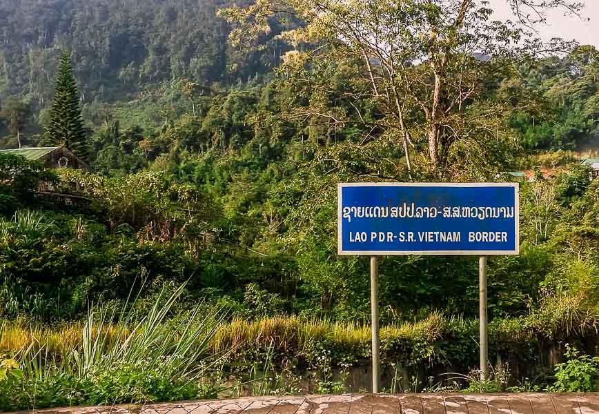 Cartel de la frontera de Laos a Vietnam