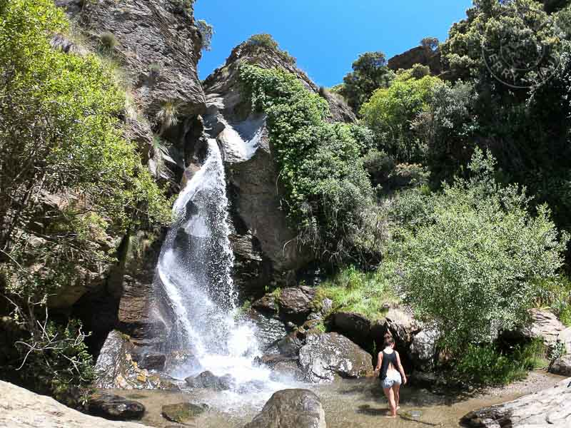 Cascada tajo cortes, cerca de capileira, alpujarras granadinas, España