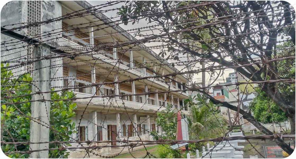 Museo de los Crímenes Genocidas Tuol Sleng (Prisión S-21) en Phnom Penh, Camboya