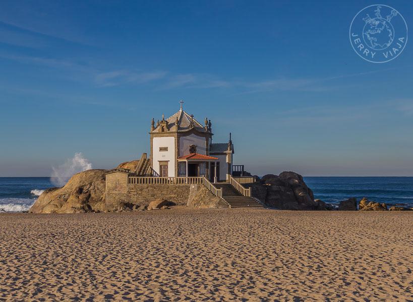 Capilla del Señor de la Piedra en Miramar, Portugal.