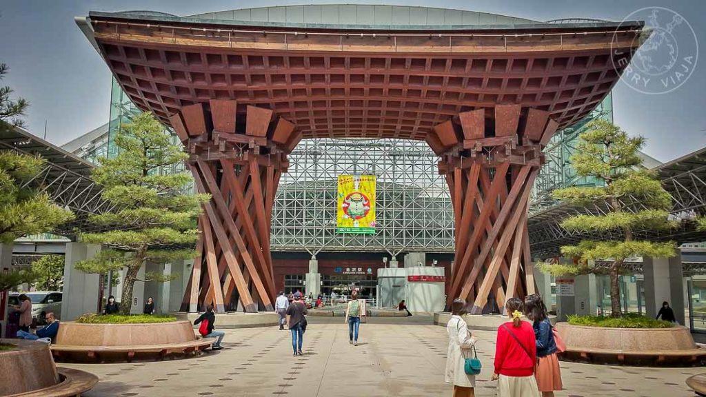 Estación de tren de Kanazawa, Japon. Entrada Tsuzumimon