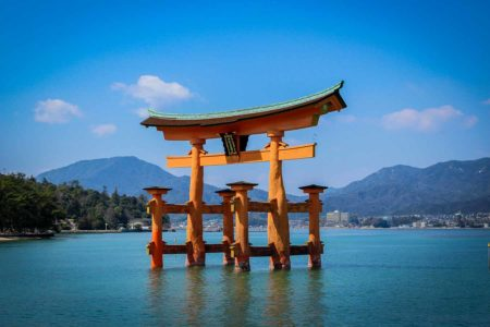 guia que ver en miyajima, torii rojo de Miyashima, japon
