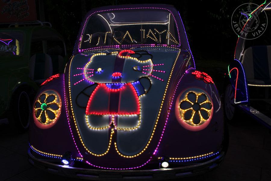 Transporte multicolor para turistas en Putrajaya