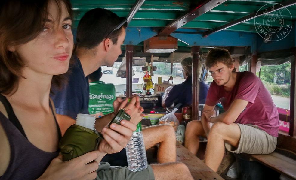 El Bus to Old City que te lleva al Parque Histórico de Sukhothai.