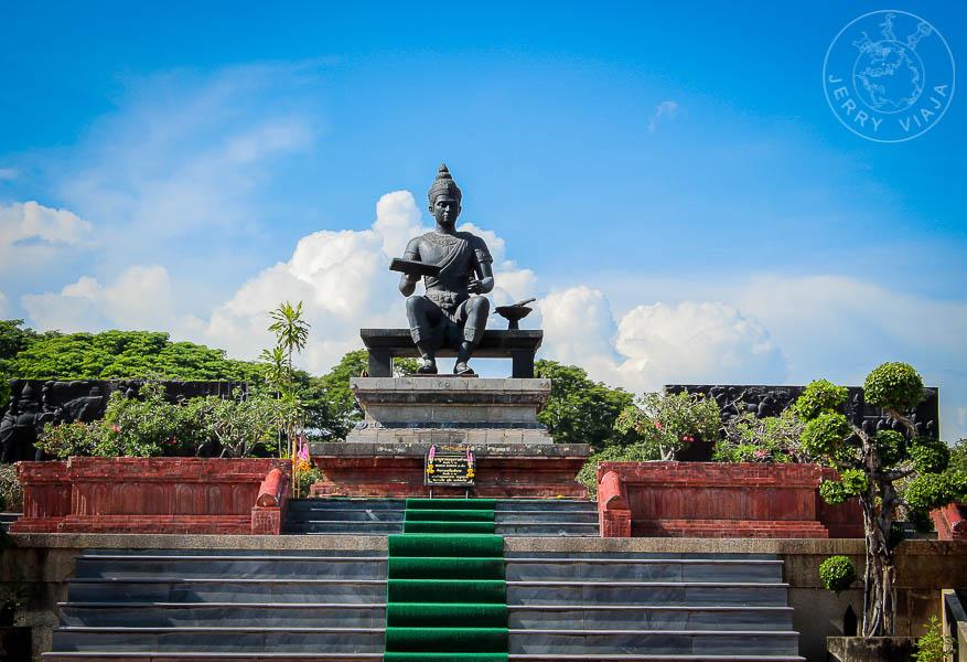 Monumento del Rey Ramkhamhaeng El Grande